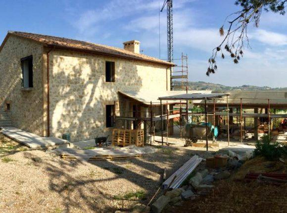 Ricostruzione post-sisma – Casale in terra e paglia